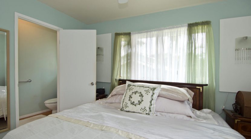 Keawe Iki-009-014-Owners Bedroom with half bath-MLS_Size