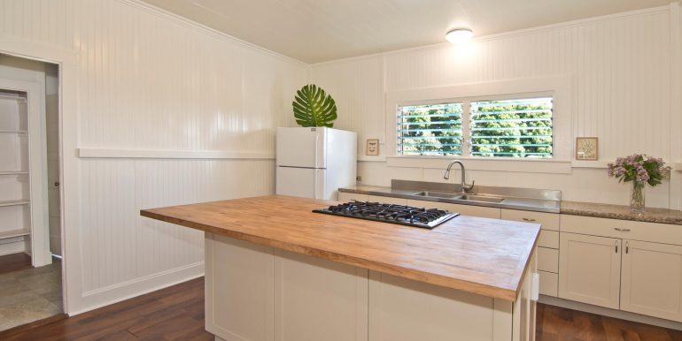 Old Hawaii Style House for-large-005-002-Kitchen with solid wood-1500x998-72dpi