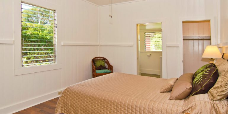 Old Hawaii Style House for-large-009-011-Owners Bedroom-1500x998-72dpi