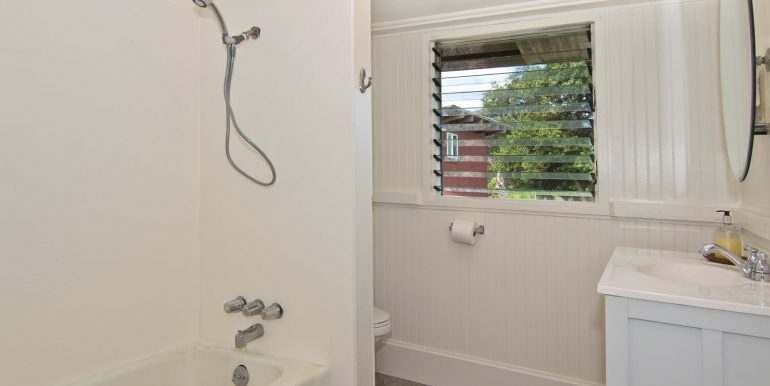 Old Hawaii Style House for-large-011-008-Owners Bathroom-1500x998-72dpi