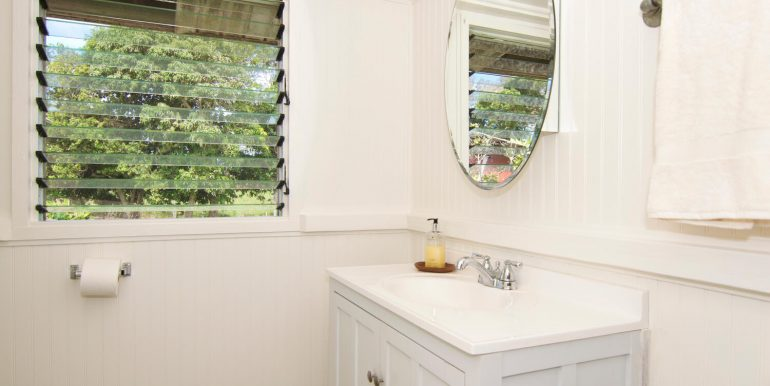 Old Hawaii Style House for-large-012-031-Owners Vanity-1500x998-72dpi